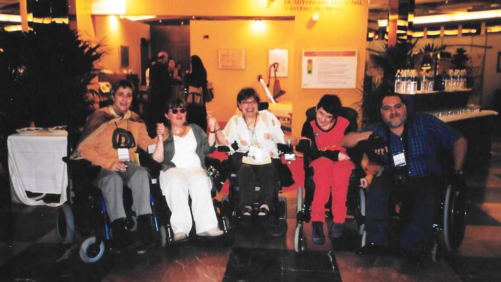 Rosa Segrelles y Judith E. Heumann junto a otros participantes.