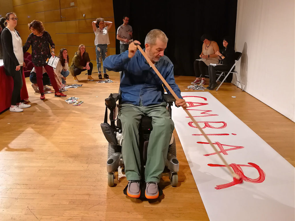José Antonio Nóvoa pintando la palabra